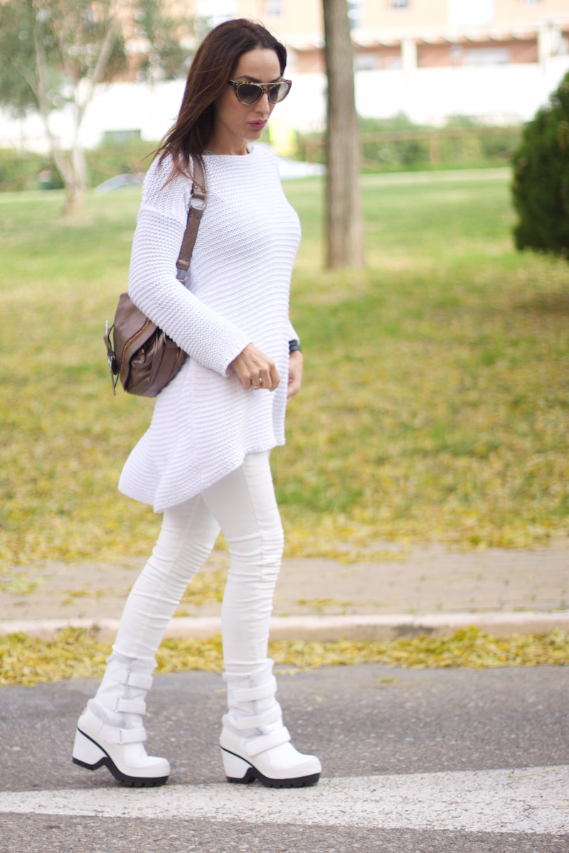 look_total_white